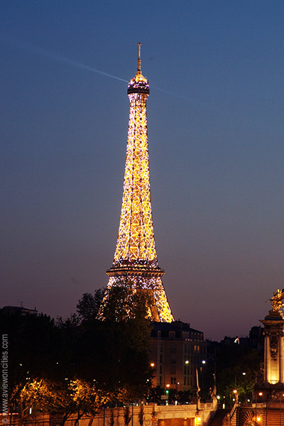 Description: Eiffel Tower at night